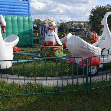 Б/у Аттракцион Лебеди в отличном состоянии